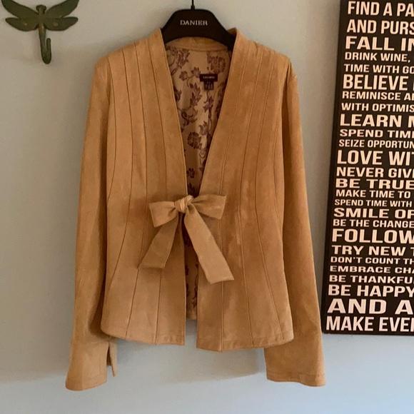 NWOT Danier beige Suede tie from blazer